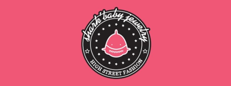 """2018年7月5日—7日,第十八届中国(深圳)国际品牌服装服饰交易会(以下简称""""时尚深圳展"""")在深圳会展中心隆重举行。SHARKBABY(鲨鱼甜心)作为全球首家珠宝配饰共享新零售的先行企业也受邀参展,为您解读时尚美学与终端零售的新零售共享经济模式。"""